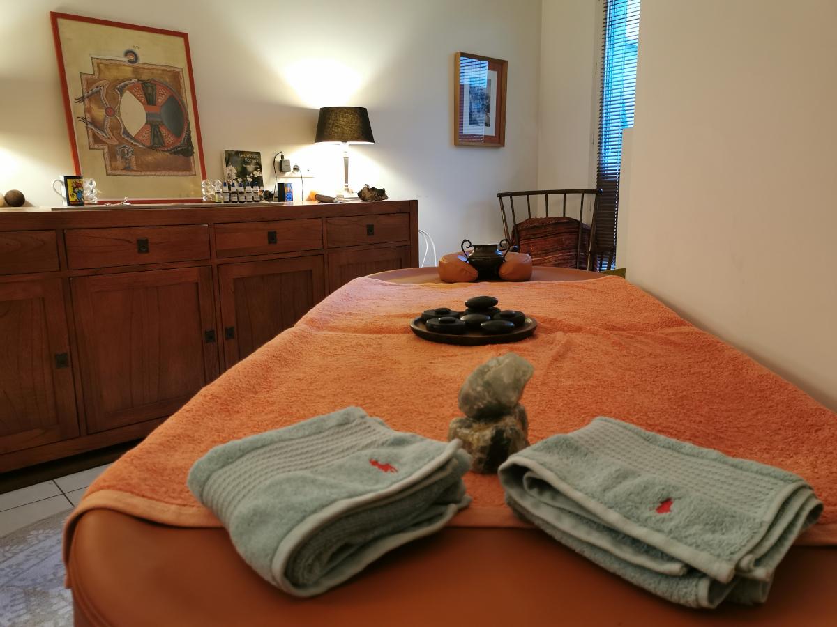 Espace massage du cabinet Floreven : Sophrologie, Elixirs floraux, Soins énergétiques à Antony
